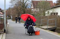 Eva Wiener beim Urban Sketching (Foto R. Schultheiß)