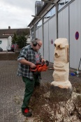 Künstler mit der Kettensäge H.P. Würz (Foto R. Schultheiß)