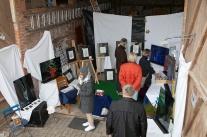 Zeichnungen und Acrylglasbilder in Kielburgers Scheune (Foto R. Schultheiß)