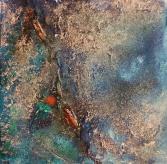 Christel Steinert - Überall in ihren Arbeiten spiegelt sich der Prozess der Veränderung wieder. Das Spiel mit Material und Farbe. Und doch strahlen sie trotz aller Vergänglichkeit eine unglaubliche Leichtigkeit aus. Im Türkis der Kupferoxidation spiegelt sich die Unendlichkeit des Meeres und die Luftigkeit eines schönen Sommertages. Oft sind in Ihre Werke Fundstücke aus dem Alltag oder Naturmaterialien mit eingearbeitet. Aber auch hier macht der Rost vor dem Papier nicht halt. Es bleibt nur eine einzige Garantie, die auf Veränderung. Und unsere einzige Möglichkeit ist, es zu akzeptieren - oder wie Christel Steinert es uns vorlebt, die Möglichkeit augenzwinkernd damit zu spielen. csk2016@gmx.de