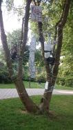 Christel Ziegler - Malerei in Öl und Acryl, Drucktechniken und Collagen. In Wartenberg wird eine Installation mit dem Titel Netzwerk zu sehen sein, ähnlich der Arbeit, die im Sommer 2016 im Park in Bad Hersfeld (Foto) ausgestellt war. https://christelziegler.wordpress.com/