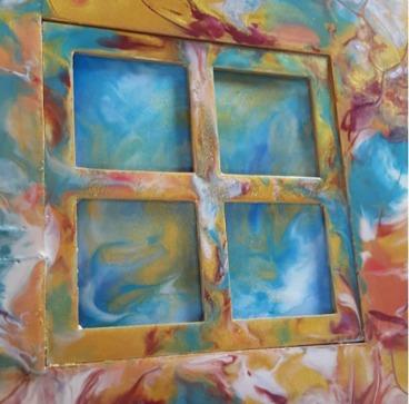 Ivonne Dickel - Ich bin 45 Jahre alt, geschieden und Mutter von zwei Mädchen. Acryl- und Resinpouring geben mir die Möglichkeit aus unterschiedlichen Materialien besondere Kunstwerke entstehen zu lassen.